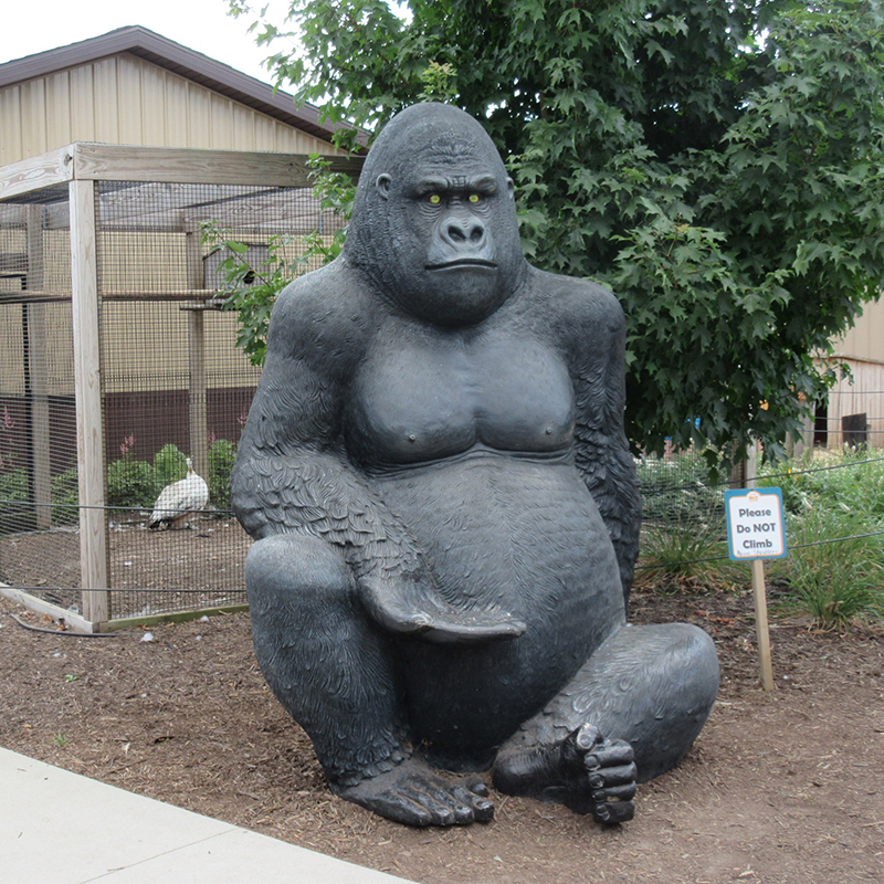 Outdoor Theme Park Yard Decoration Life Size Bronze Gorilla Sculpture
