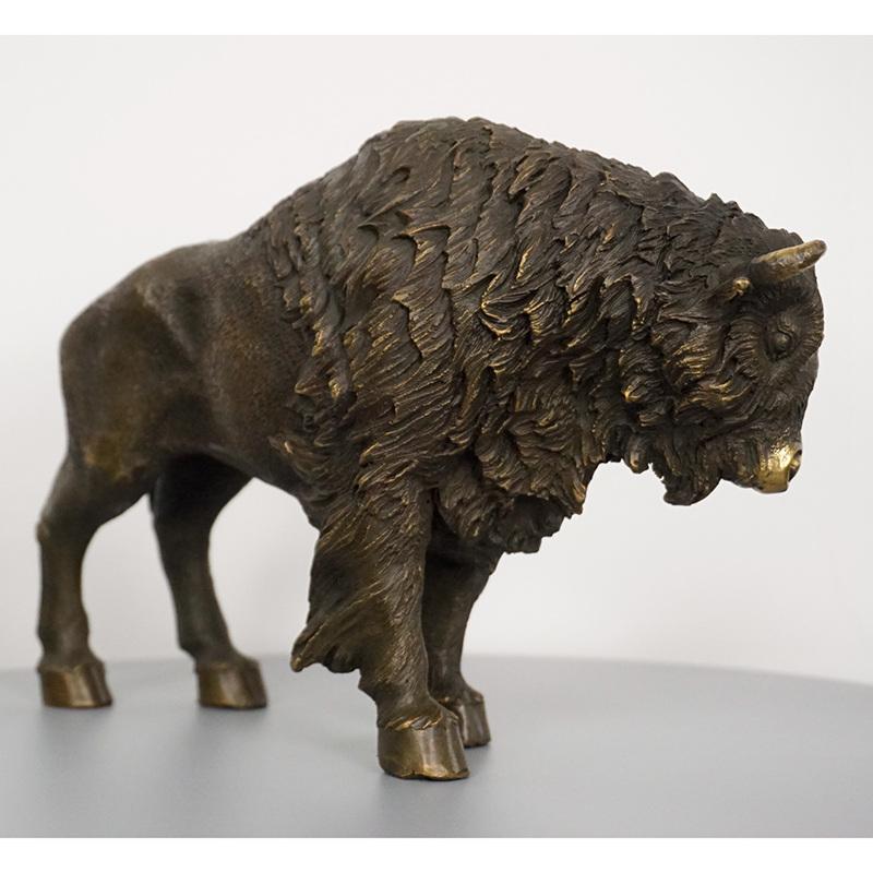 Bronze Bull Sculpture Desktop Decoration Metal Artwork