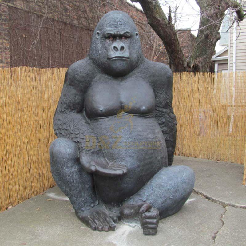 Bronze Life Size Gorilla Statues Sitting on the floor