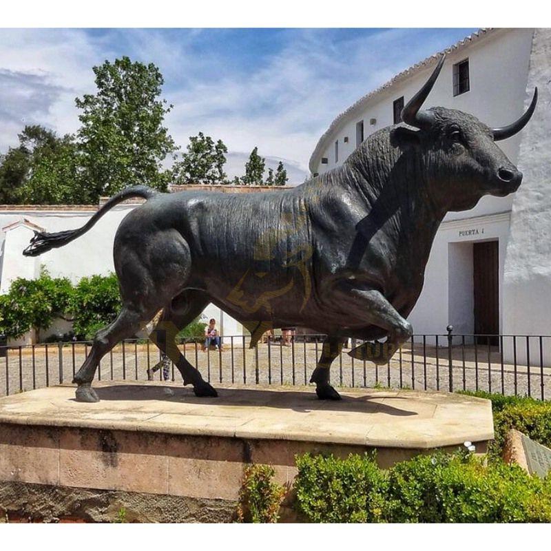 Modern Art Metal Decoration Outdoor Bronze Bull Sculpture