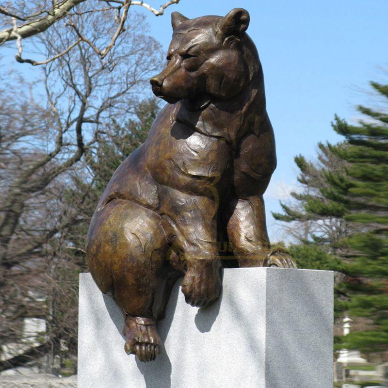 Life size metal animal statue sitting bronze bear sculpture