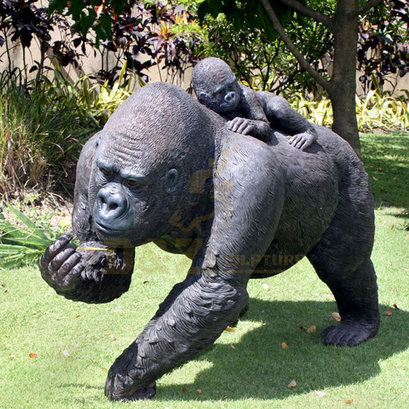 Outdoor Decoration Large Bronze Gorilla Sculpture For Sale