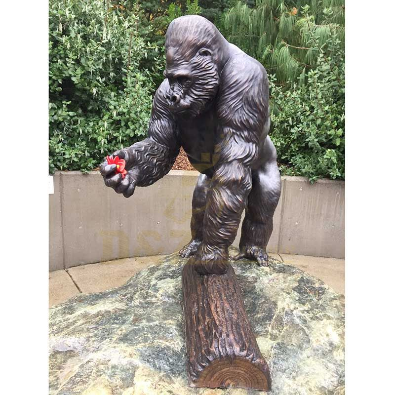 Classic Designs Outdoor Decorative Life Size Bronze Gorilla Sculpture