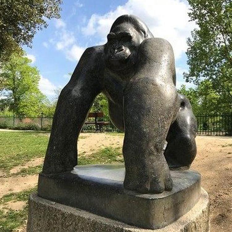 Outdoor Large Size Bronze Gorilla Statue