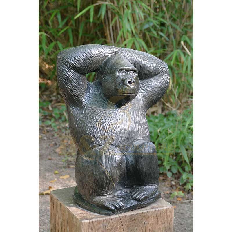Customized outdoor playground bronze animal gorilla sculptureCustomized outdoor playground bronze animal gorilla sculpture