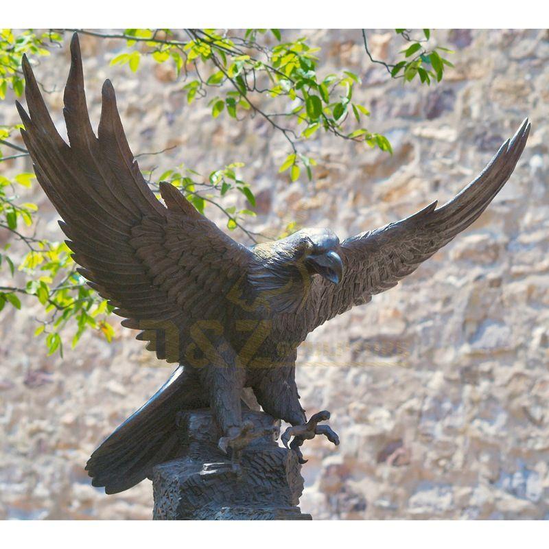 Classic Design Hawk Statue Outdoor Bronze Eagle Sculptures