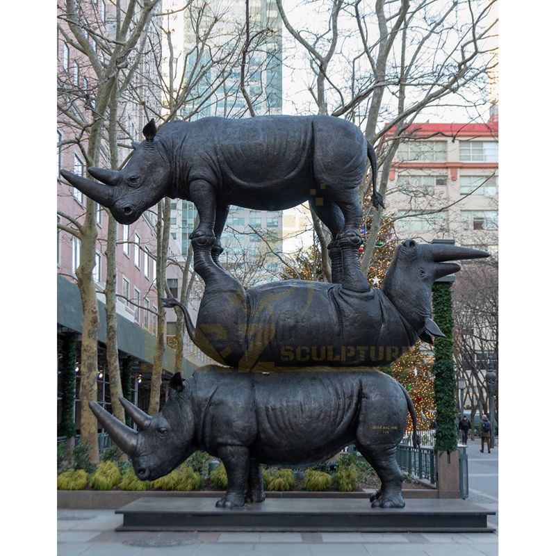 Handcrafted Realistic Large Size Bronze Rhinoceros Statue For Garden Decoration