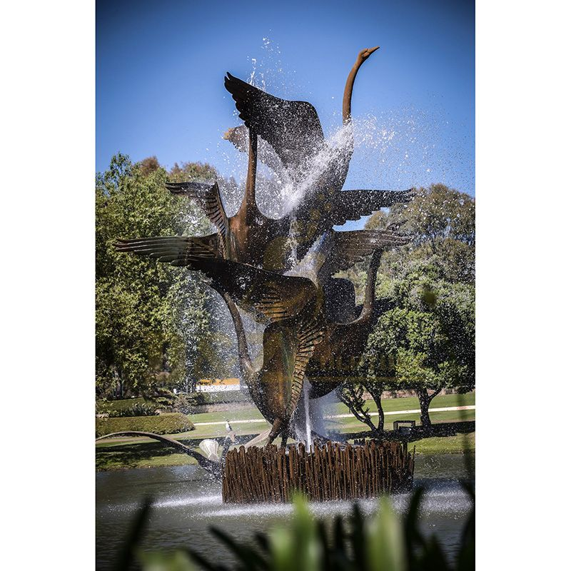 Beautiful Garden Flying Bronze Swan Sculpture