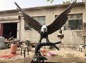 Large size metal casting hot sale garden decoration eagle sculpture