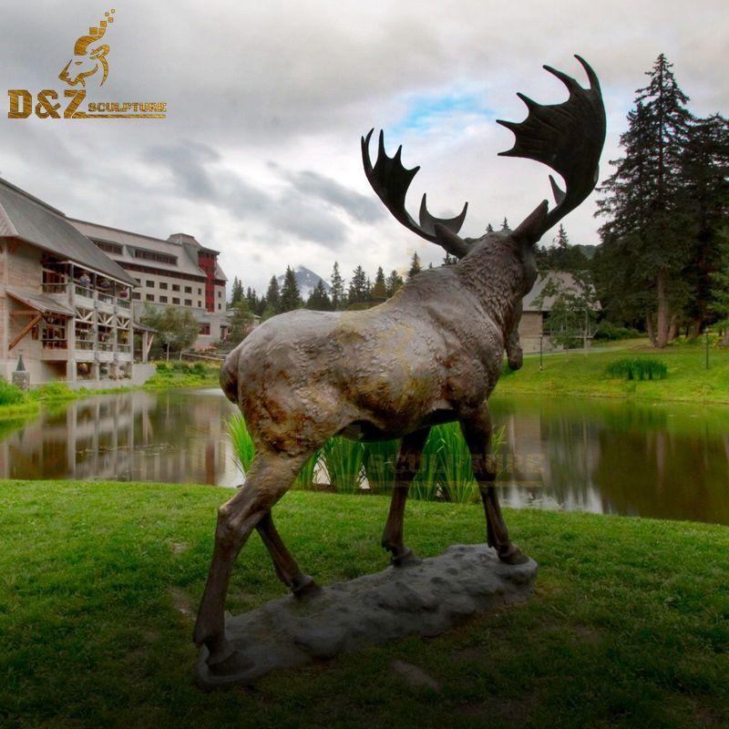 moose welcome statue