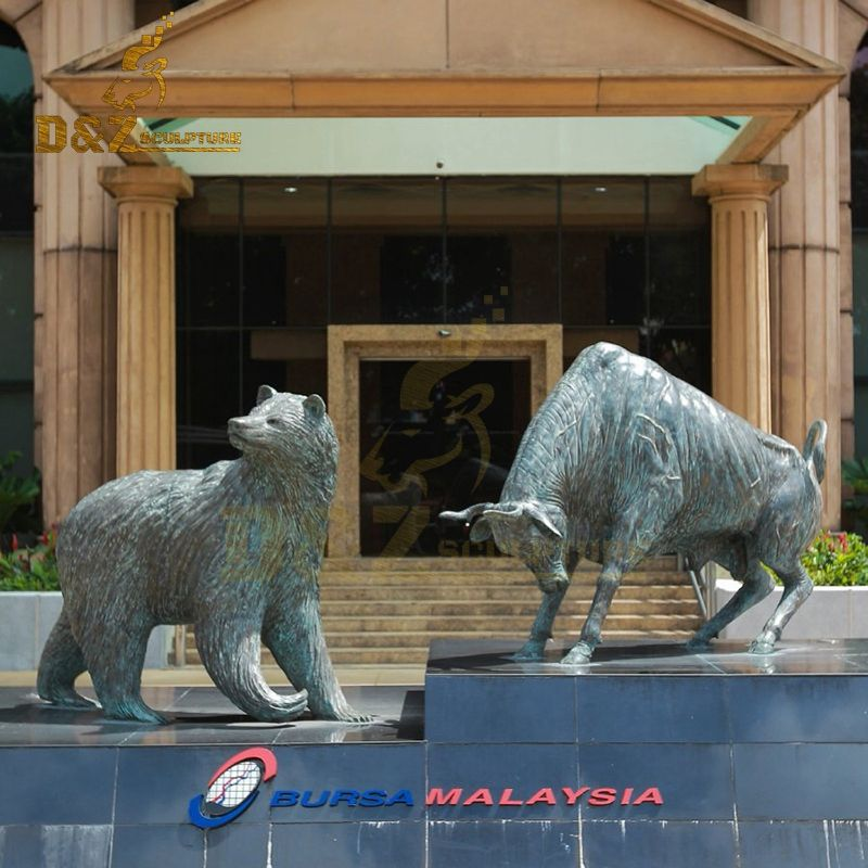 Outdoor exquisite bronze bear and bull statue garden decoration for sale