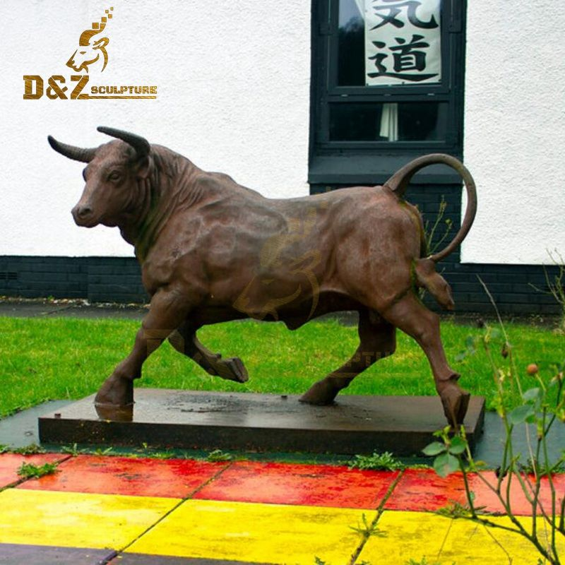 Life-size outdoor garden running bronze cow sculpture for sale