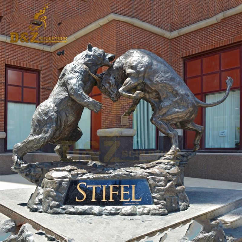 High-quality life-size bronze bull and bear fighting sculpture